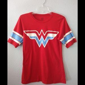Wonder Woman Graphic Tee - L